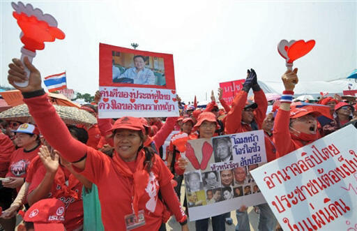 The Thaksin supporters splashed blood to show their determination.