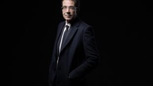 Le journaliste suisse, Darius Rochebin, lors d'une séance photo, à Paris, le 14 septembre 2020.