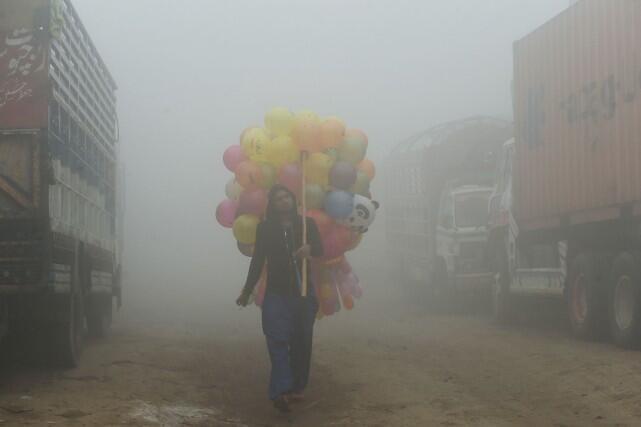 霧霾繼續籠罩巴基斯坦多個地區 2017年11月16日