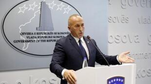 Le Premier ministre kosovar, Ramush Haradinaj donne une conférence de presse à Pristina.
