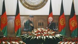 Hamid Karzaï a été investi pour un second mandat de cinq ans à la présidence de l'Afghanistan, le 19 novembre 2009.