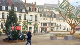 """Thành phố Nevers, miền trung nước Pháp khánh thành """"eTree"""" đầu tiên tại châu Âu. Ngày 29/05/2017."""