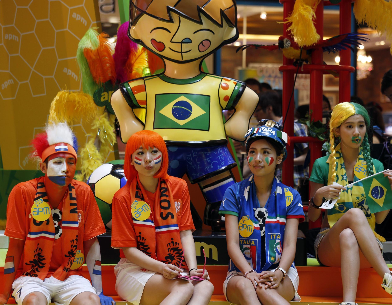 Người hâm mộ trên khắp thế giơi đang chờ từng ngày khai cuộc ngày hội bóng đá tại Brazil.