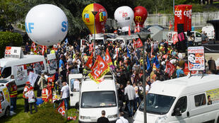 """French CGT union's members gather outside the court of Bobigny, northern Paris on May 27, 2016 during the trial of 15 French CGT union's members judged for the episode of the """"torn shirt"""", in full showdown initiated by the union with the government."""