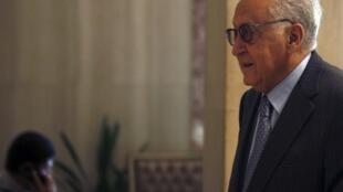 Lakhdar Brahimi, émissaire de l'ONU et de la Ligue Arabe pour la Syrie, lors de sa visite en Egypte, le 10 septembre 2012.
