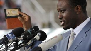 Le Premier ministre ivoirien Guillaume Soro célébrant dimanche 3 octobre 2010 à Bouaké la  distribution imminente des cartes d'identité, une avancée majeure vers la fin de la crise de 2002.