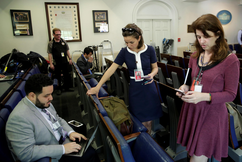 Quang cảnh buổi họp báo tại Nhà Trắng hôm 24/02/2017, nhiều hãng báo chí lớn của Mỹ bị cấm tham gia.