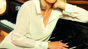 Portrait de la pianiste Claire-Marie Le Guay.