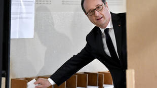 French President François Hollande prepares to vote in the first round of the 2017 French presidential election