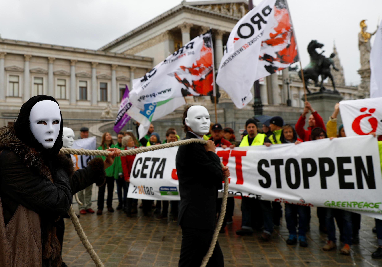 Biểu tình chống hiệp định CETA ngày 20/09/2017 tại Vienna, Áo.