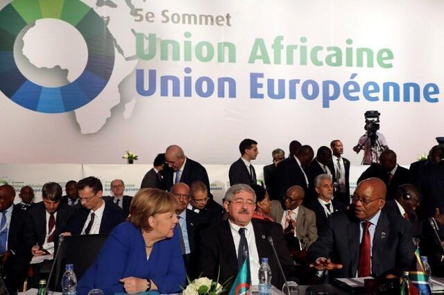 Waziriyar Jamus Angela Merkel da Shugaban Afirka ta kudu Jacob Zuma lokacin bude taron