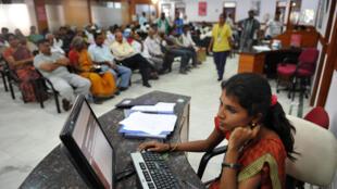 Des patients attendent une consultation avec les docteurs de l'hôpital Bangalore, le 7 février 2013 (photo d'illustration).