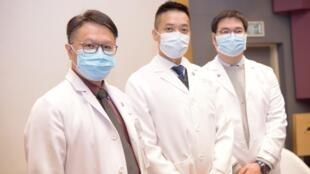 Une enquête menée par des professeurs de l'école de médecine de l'Université chinoise de Hong Kong a révélé que seulement 16% des Hongkongais croyaient aux nouvelles sur l'épidémie annoncées par le gouvernement