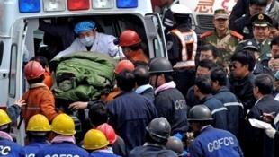 中国山西王家岭矿难8天后115人奇迹生还