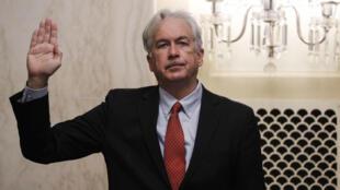 William Burns presta juramento al inicio de su audiencia ante un comitè del Senado que estudia designarlo jefe de la CIA a propuesta del presidente Joe Biden