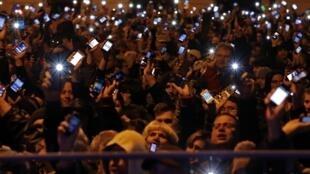 Người biêu tình chống đánh thuế sử dụng internet tại Budapest ngày 26/10/2014.
