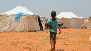 Un enfant dans un camp qui accueille des sinistrés après les inondations à Niamey, Niger, le 11 septembre 2019.