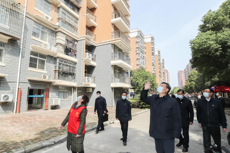 Chủ tịch Trung Quốc Tập Cận Bình thăm người dân Vũ Hán bị cách ly vì dịch Covid-19. Ảnh chụp ngày 10/03/2020.