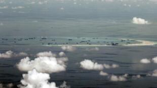 Không ảnh cho thấy cảnh Trung Quốc bồi đắp các đảo ở Trường Sa, 11/05/2015.