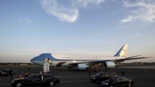 Chuyên cơ Air Force One của tổng thống Mỹ tại sân bay Berlin hôm 18/6/2013.