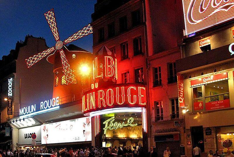 Cabaret Moulin Rouge ở Paris. Ảnh minh họa.