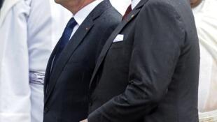 Le président François Hollande avec le roi Mohammed VI, le 3 avril lors de son arrivée au Maroc.