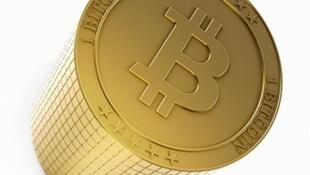 O bitcoin é uma moeda virtual, extremamente volátil e que pode estar sujeita a fortes ataques especulativos.