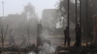 Dommages causés, selon des rebelles syriens, par les militaires loyaux à Bachar el-Assad à Deir Al-Zor, le 27 septembre 2013.
