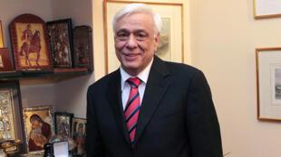 Le nouveau président grec Prokopis Pavlopoulos dans son bureau à Athènes, le 18 février 2015.