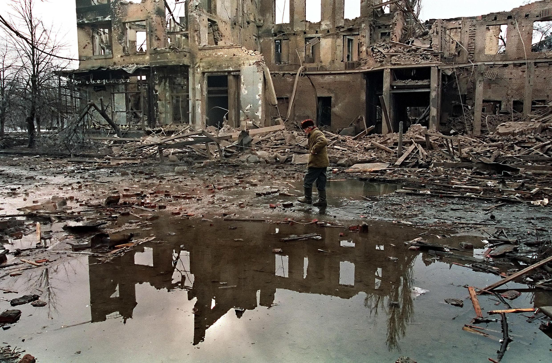 Центр Грозного после обстрела, 26 декабря 1994.
