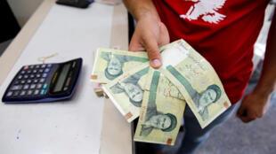 El rial iraní ha perdido en el último año aproximadamente un 80% de su valor con respecto al dólar.