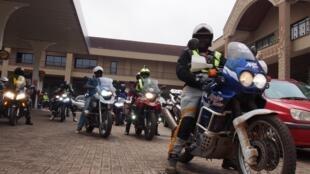 Uganda bikers regroupe une quarantaine de motards à Kampala.