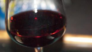 Moçambique vai fiscalizar novos selos de bebidas alcoólicas.