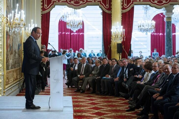 Shugaban Faransa Francois Hollande yayinda yake jawabi a gabn jakadodin kasar a Paris