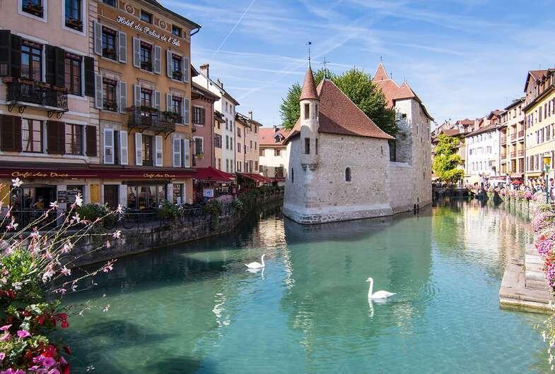 Annecy-La-vieille-ville-et-le-Thiou_format_785x530