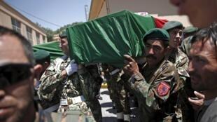 Đưa tang một cảnh sát bị giết trong một trận đánh với Taliban tại huyện Jalrez, Kaboul,  04/07/2015.