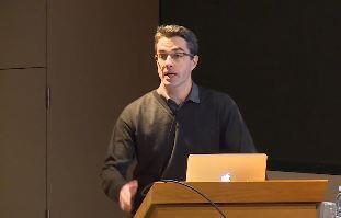 O pesquisador Simon Cauchemez, especializado em modelagem matemática e análise de dados epidemiológicos complexos no Instituto Pasteur.