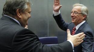 盧森堡總理容克(右)與希臘財長維尼澤洛斯(左) 2011年10月3日歐元區財長會議