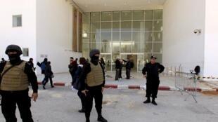 پلیس تونس در محل سوءقصد
