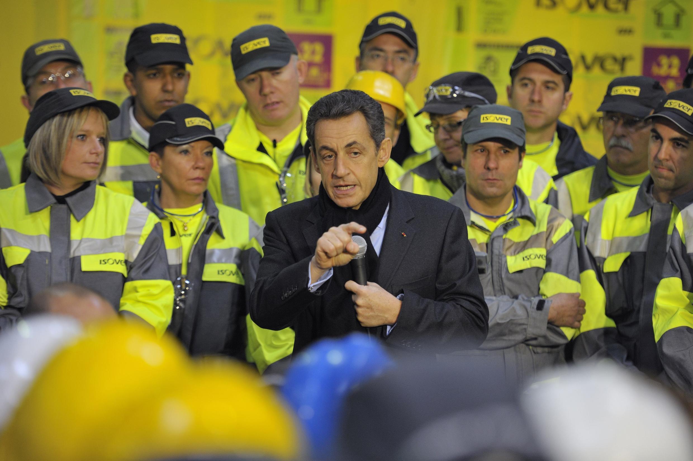 Николя Саркози выступает перед рабочими, 25 ноября 2011 года Оранж