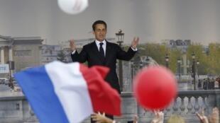 Nicolas Sarkozy , candidato y presidente saliente, en la plaza de la Concordia, el 15 de abril de  2012.
