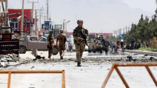 امروز جمعه ۱۰ جوزا/۳۱ مه، در نتیجه حمله انتحاری طالبان به کاروان نیروهای خارجی در کابل، ۴ تن کشته شدند و ۳ تن دیگر زخمی شدند.