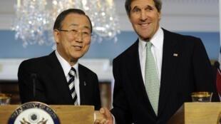 Tân Ngoại trưởng Mỹ John Kerry (P) và tổng thư ký Liên Hiệp Quốc Ban Ki Moon, trụ sở Liên Hiệp Quốc, New York, 14/02/2013