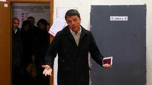 O líder do Partido Democrata (PD), Matteo Renzi, votou em Florença, no norte da Itália, neste domingo, 4 de março de 2018.