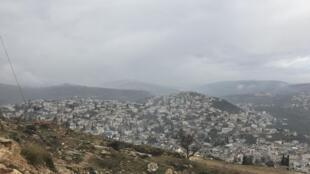 Cisjordanie: des villages encerclés de Yetma et Qabalan, on aperçoit les colonies israéliennes qui grignotent l'espace (photo d'archives).