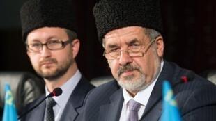Лидер крымских татар Рефат Чубаров (справа).