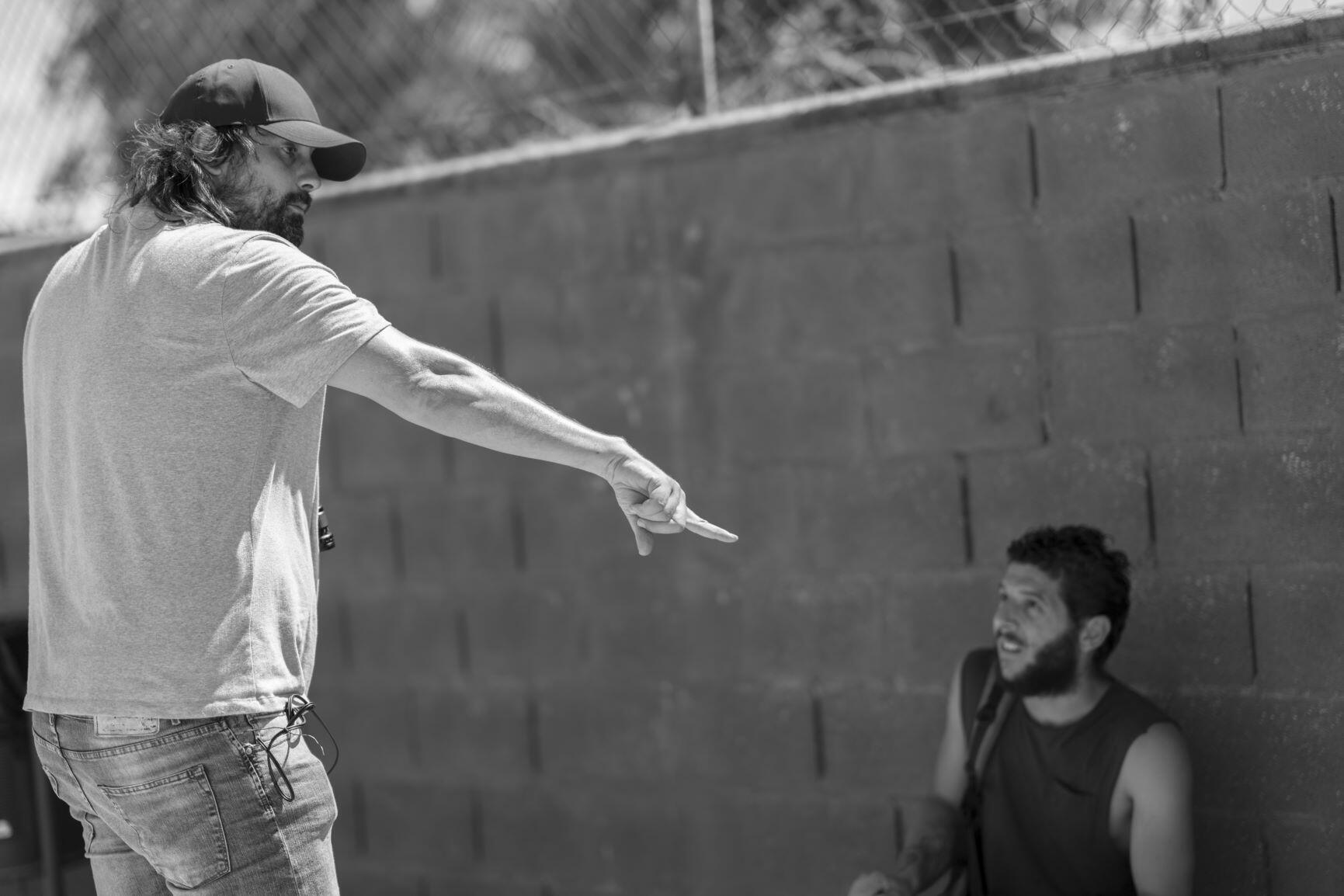 """Le réalisateur Isaki Lacuesta avec Israël pendant le tournage du film """"Entre dos aguas"""" présenté en compétition officielle au festival de San Sebastian."""