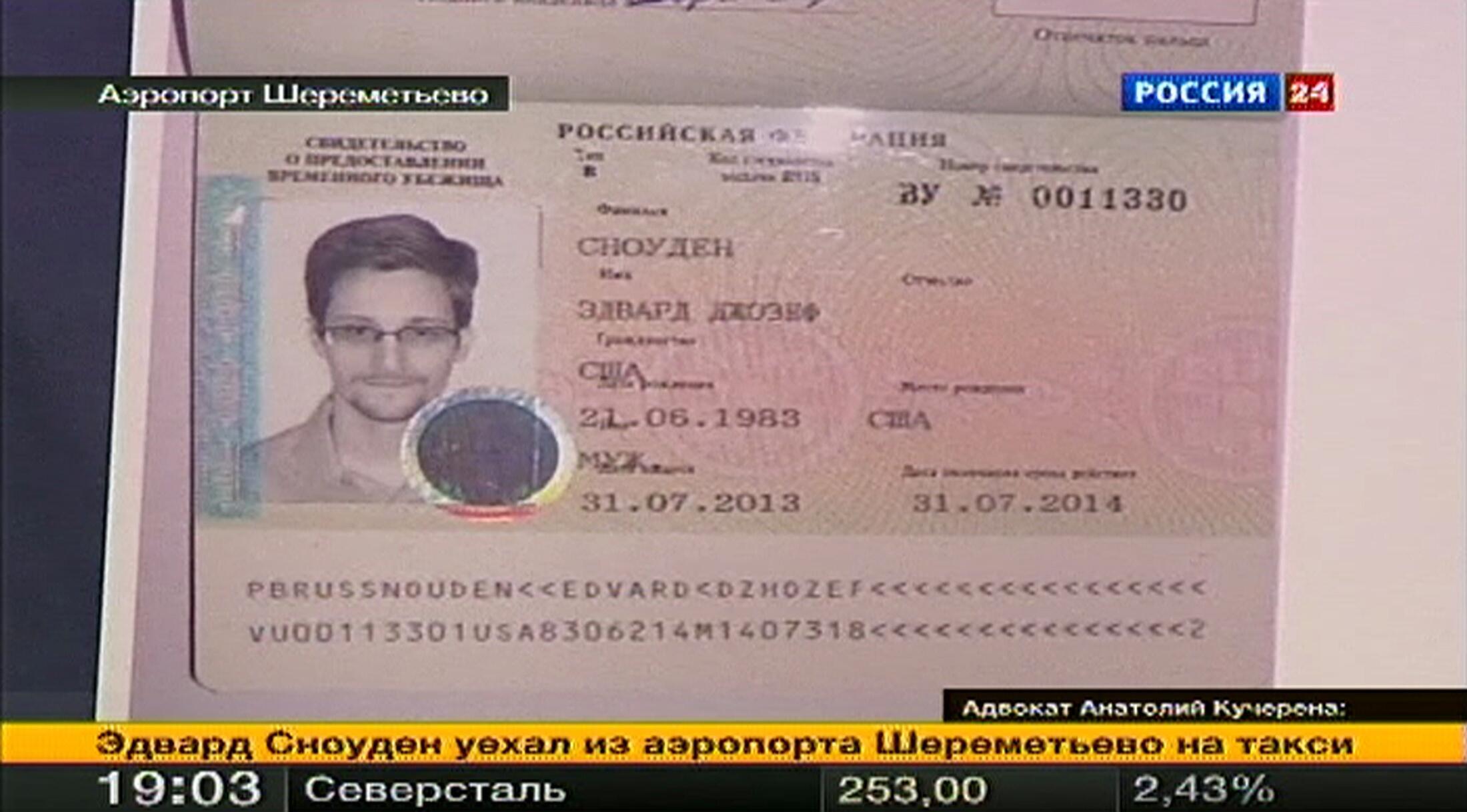 Беженские документы Эдварда Сноудена, врученные ему в аэропорту Шереметьево 01/08/2013