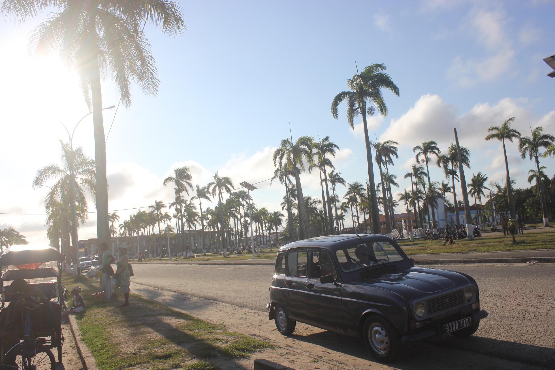 La place de l'Hôtel de ville à Tamatave.