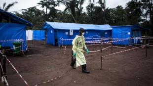 La dernière épidémie en RDC remonte à 2017. Ici sur la photo des mesures de quarantaine prises à Muma, en juin 2017. la maladie était réapparue début mai dans une zone boisée du nord-est du pays et avait provoqué la mort de 4 des 8 personnes infectées.